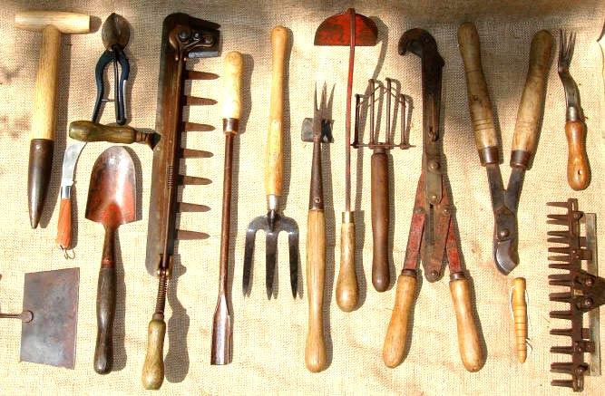 Vida en la tierra herramientas de agricultura para el for Herramientas de campo
